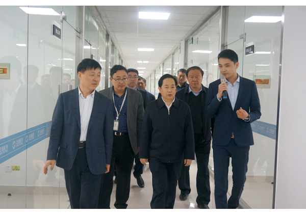 山东省泰安市委副书记、市长李希信
